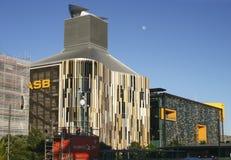Modern färgrik louvered vinkande fasad och inverterat kanaliserat tak av ASB-bankhögkvarter, norr hamnplats, Wynyard fjärdedel, A arkivfoton