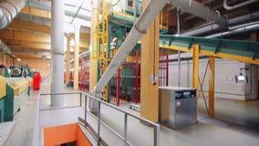 Modern fabriksinre Växtinsidasikt med metallrör stock video