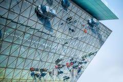 Modern fasad för flygplatsterminal Arkivbilder