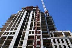 Modern flatgebouw in aanbouw Stock Foto