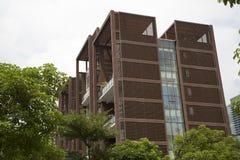 Modern flatgebouw met koopflats Stock Afbeelding