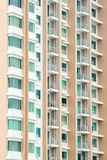 Modern flatgebouw met koopflats de bouwdetail Stock Foto