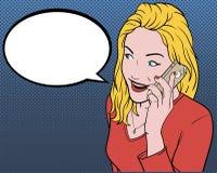 Modern flicka som talar på telefonen Fotografering för Bildbyråer