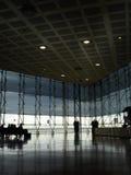 modern flygplatskorridor arkivfoton