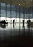 modern flygplatskorridor arkivbilder