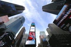 Modern fyrkant för skyskrapor tidvis i Manhattan Arkivfoton