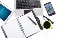Modern gadget met vensters 10 embleem en app Stock Afbeeldingen