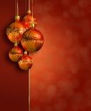 Modern gestileerd warm rood Kerstmisdecor. Stock Foto