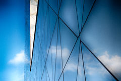 Modern Glass byggnad i abstrakt begrepp Arkivfoto