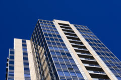 Modern_glass_skyscraper_on_ background_of_blue_sky Royalty Free Stock Images