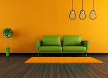 Modern gräsplan- och apelsinlivingroom Arkivfoto