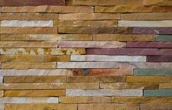 Modern grov tegelstentexturvägg, färgrik grov backg för tegelstenvägg Arkivbild