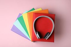 Modern headphones with hardcover books o stock images