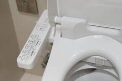 Modern high-tech toilet met elektronisch bidet in Thailand indus royalty-vrije stock afbeeldingen