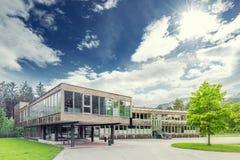 Modern hållbar och ekologisk byggnad Fotografering för Bildbyråer
