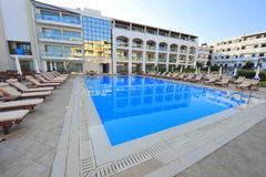 Modern hotel with a blue pool Royalty Free Stock Photography