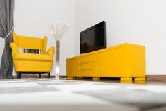 Modern hotelllägenhet med inre för vardagsrum 3d och sovrum, Arkivfoto