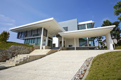Free Modern House Exterior Stock Images - 95418414