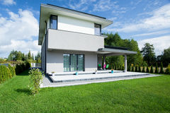 Modern house from the outside Royalty Free Stock Photos