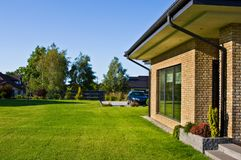 Free Modern House Side Yard With Large Garden Window Stock Photos - 153984273