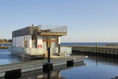 modern houseboat royaltyfri bild