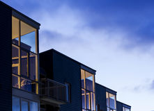 Modern housing in the blue hour Royalty Free Stock Photos