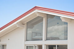 Modern huis met trasparent muren Stock Fotografie