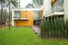 Modern huis van de buitenkant stock foto