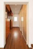 Modern husinre, korridor arkivfoto