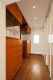 Modern husinre, korridor arkivbilder