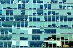 Modern huvudbyggnad på universitetsområdet Royaltyfri Fotografi