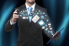 Modern illustration för kommunikationsteknologi med mobiltelefonen och minnestavlan i händer av affärsmän royaltyfri fotografi