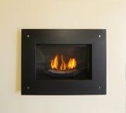 Modern inbyggd spis med brand i svart färg arkivfoto