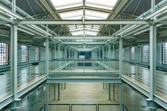 Modern industriell inre med balustrader royaltyfria foton