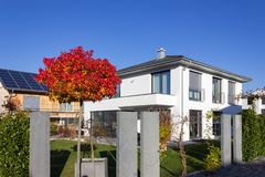 modern ingangsgebied carport en garage royalty-vrije stock foto