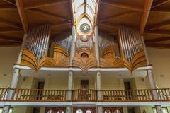 Modern inre av katolska kyrkan för helig ande av den Heviz staden Royaltyfri Bild