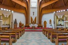 Modern inre av katolska kyrkan för helig ande av den Heviz staden Arkivbild
