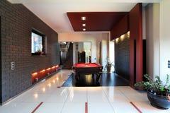 Modern inre med billiardtabellen Royaltyfri Fotografi