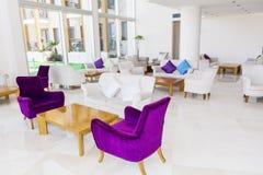 Modern inredesign av en hotelllobby Royaltyfria Bilder