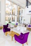 Modern inredesign av en hotelllobby Royaltyfri Foto