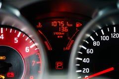 Modern instrumentbräda för sportbil Arkivfoton