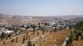 Modern Jerusalem panorama Arkitektur av lägenheten och kontorsbyggnader i den heliga ciityen Jerusalem arkivbilder