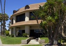 Modern Kalifornien kommersiell byggnad Fotografering för Bildbyråer