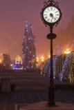 Modern klocka i mitten av staden Royaltyfri Fotografi