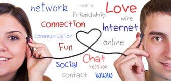 Modern kommunikation, online-förälskelse Arkivfoto