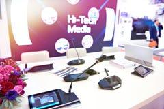 Modern kommunikationsutrustning för konferenser royaltyfri bild