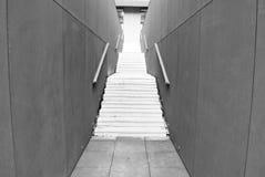 Modern konkret trappa svart white Royaltyfri Bild