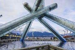 Modern konst i Vancouver - stor skulptur i hamnen - VANCOUVER - KANADA - APRIL 12, 2017 Arkivbilder