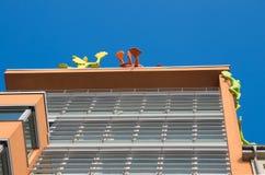Modern konst på byggnad Arkivfoto