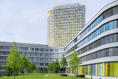 Modern kontorsbyggnad av den tyska bilklubban ADAC Arkivbild